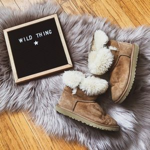 Ugg boots tan short boot sheepskin comfy warm
